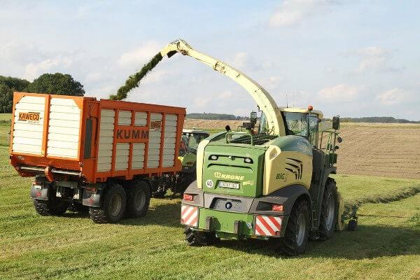 JOSILAC machines harvest grass