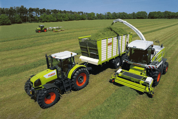 JOSILAC machines harvesting grass