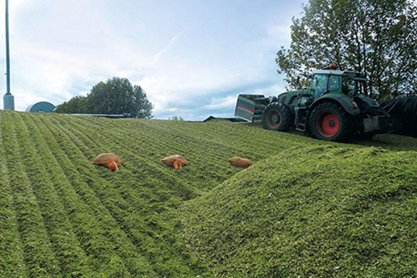 JOSERA Machines at harvest, grass silage